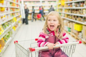 kid-in-grocery-store